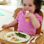 Как научить ребенка пользоваться столовыми приборами